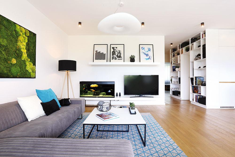 Televízor tu nie je stredobodom obývačky, jej usporiadanie je podriadené výhľadu.