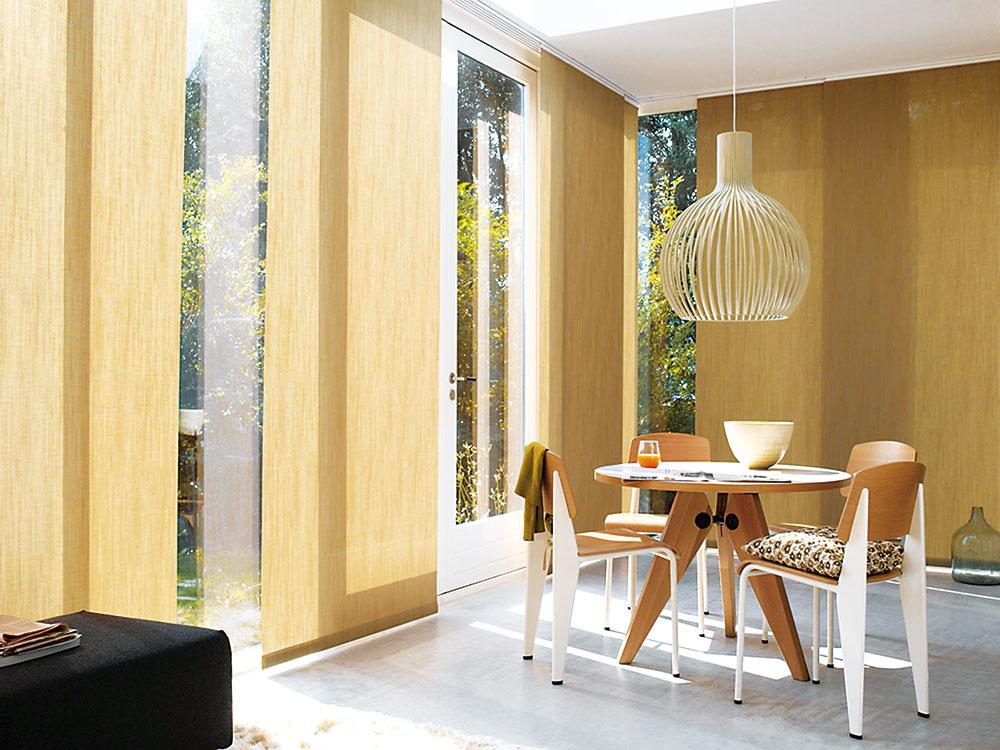 NIELEN NA TIENENIE, ale aj na efektívne rozdelenie priestoru sa dajú využiť posuvné panelové steny, známe ako japonské steny. www.sunsystem.sk