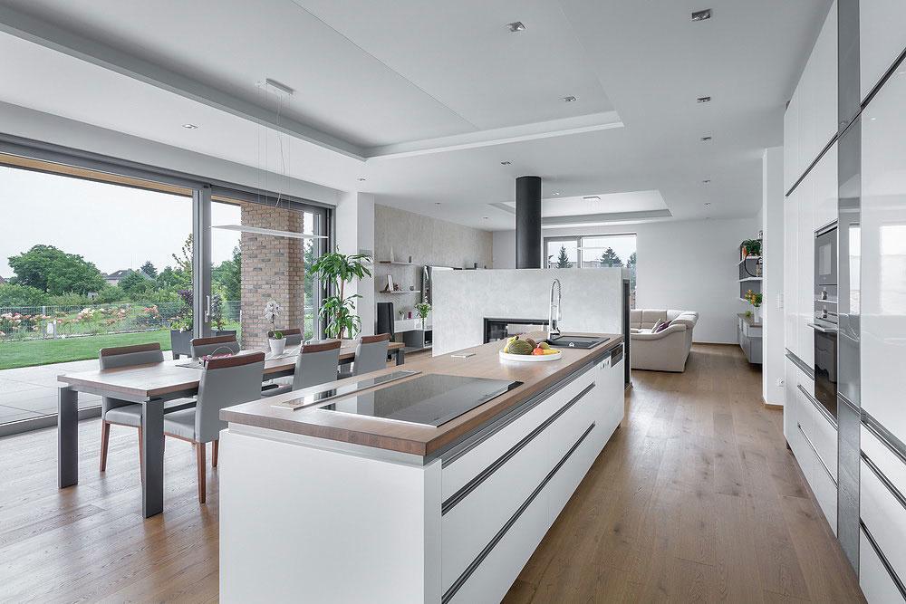 Praktický jednopodlažný dom s fasádou z obkladových pásikov