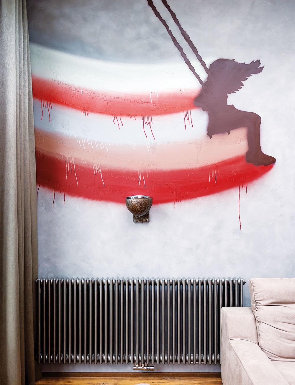 GRAFITY NA STENE? Prečo nie? Ak túžite po originalite, ale netrúfate si na také čosi sami, zaangažujte do výzdoby niektorej zo stien šikovného umelca. Dievčatko na hojdačke namaľoval Lukáš Kladívko podľa vlastného návrhu.