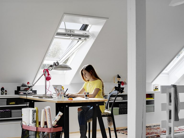 Nechajte teplo pred oknom! Vonkajšia markíza VELUX sa postará o komfort v interiéri