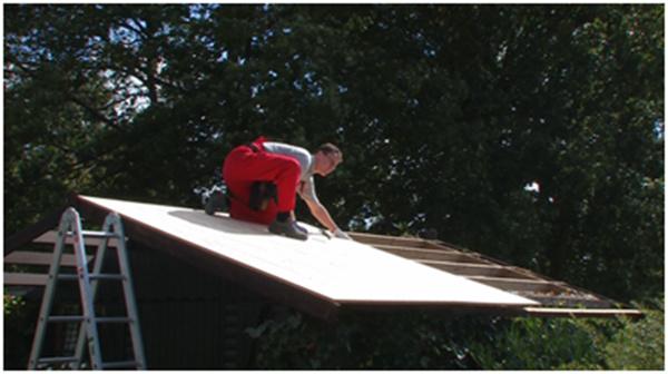 Rekonštrukcia eternitovej strechy strešnými šindľami IKO