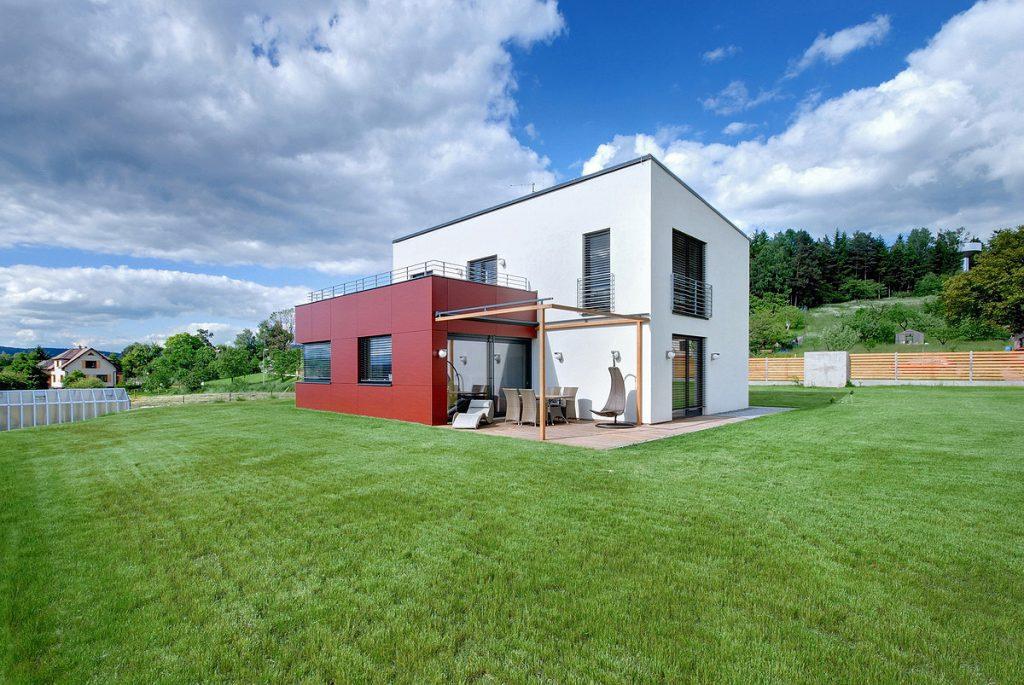 Máte radi červenú? Tento rodinný dom vás osloví!