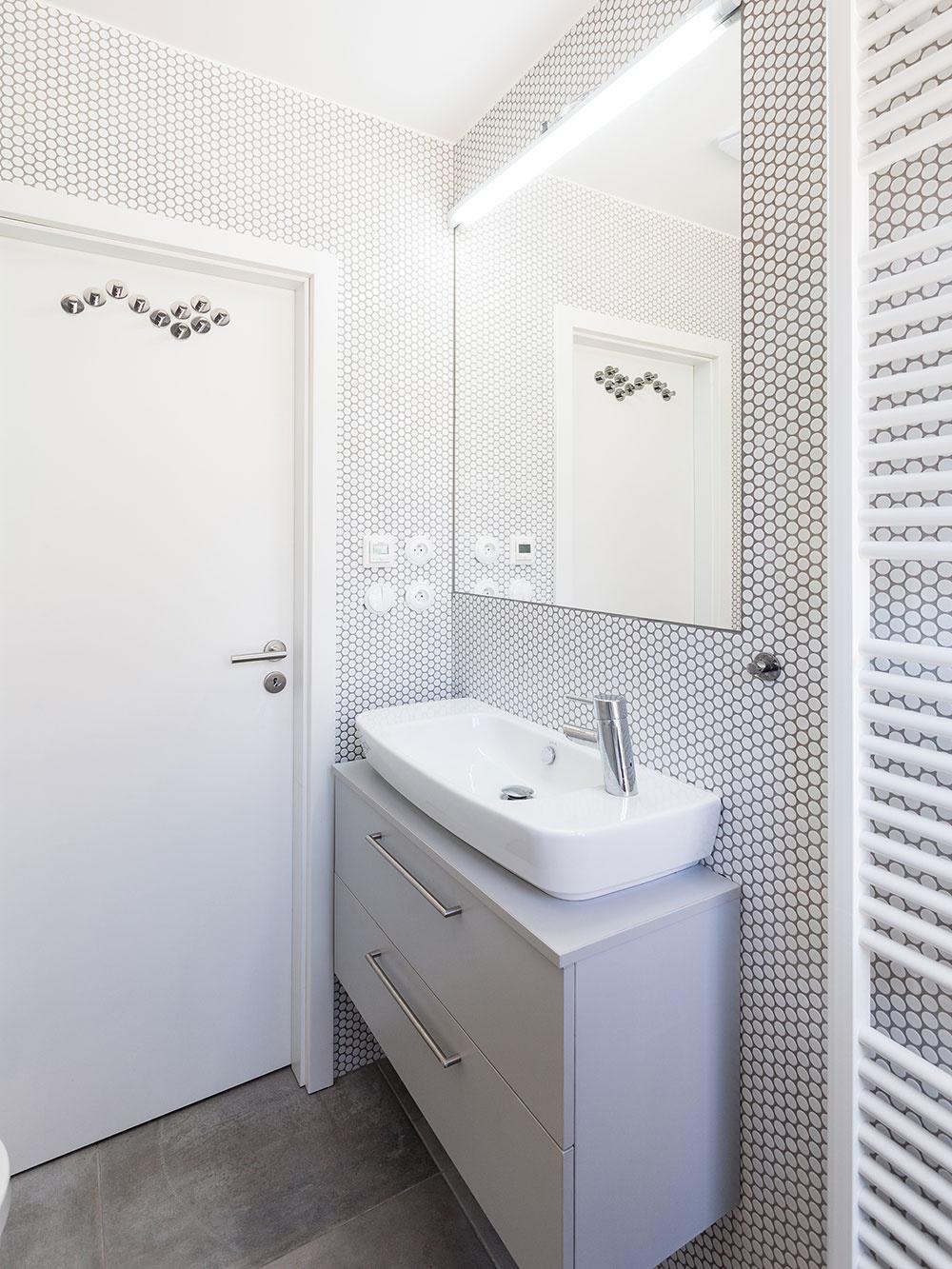 Štýlový minibyt na 25 metroch štvorcových: Čo všetko do jednej miestnosti vojde?