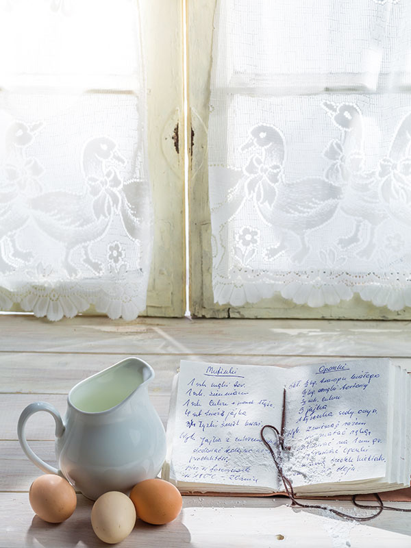 Šálka a taniere z kolekcie Tammie od Green Gate, www.bellarose.sk