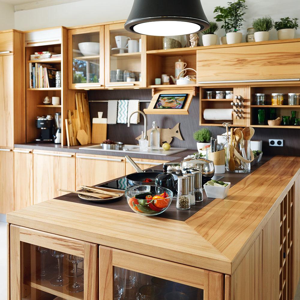 Kuchyňa Rondo pochádza z dielne značky TEAM 7, ktorá sa zameriava na výrobu dreveného nábytku vrátane kuchýň a pracovných dosiek. Predáva Zeno Showroom Bratislava a Košice.