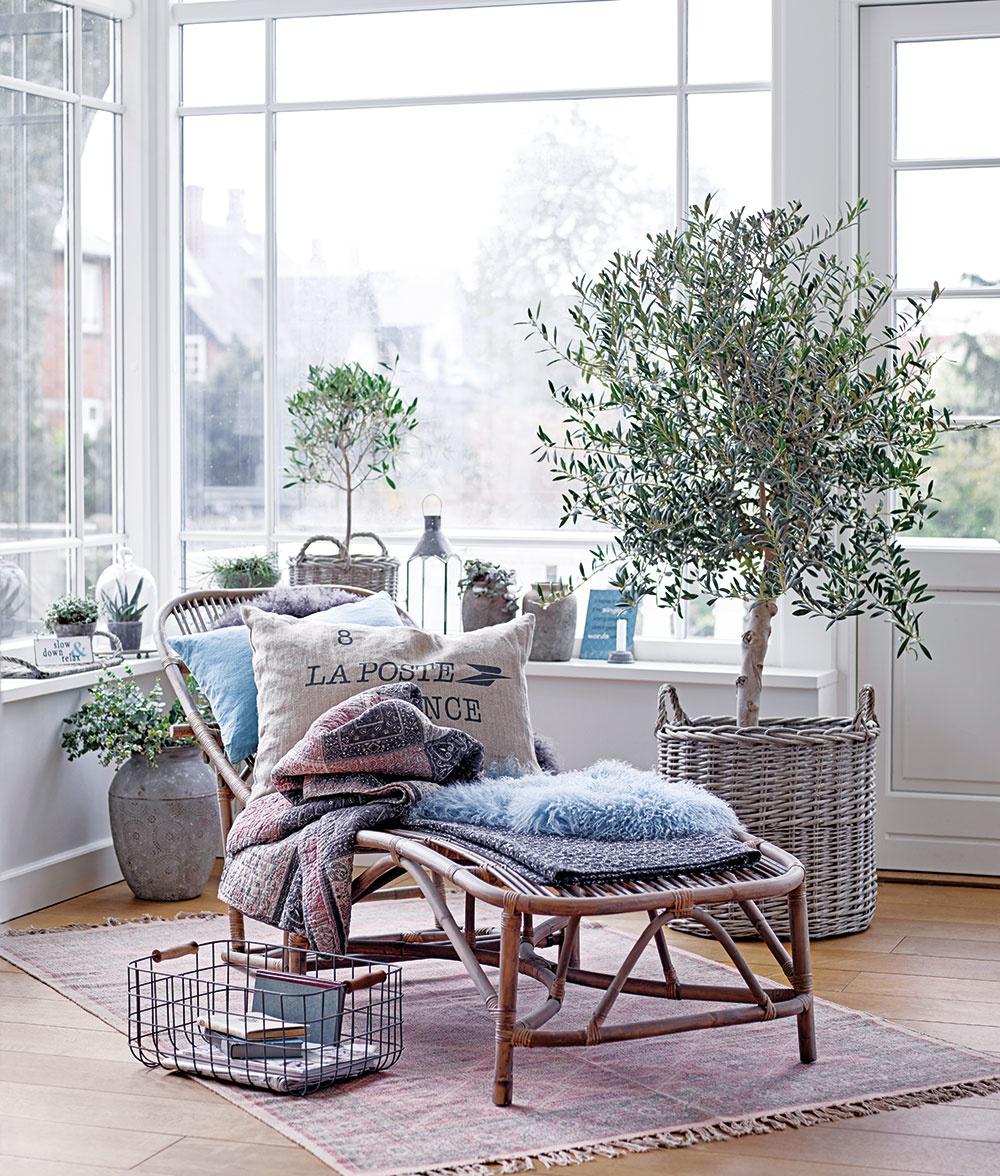 Veľký výber úložných košov, textílií aj ratanového a dreveného nábytku, ktoré vkusne dotvoria nielen balkón či terasu, ale aj zimnú záhradu, nájdete v portfóliu značky Ib Laursen. Predáva www.bellarose.sk.