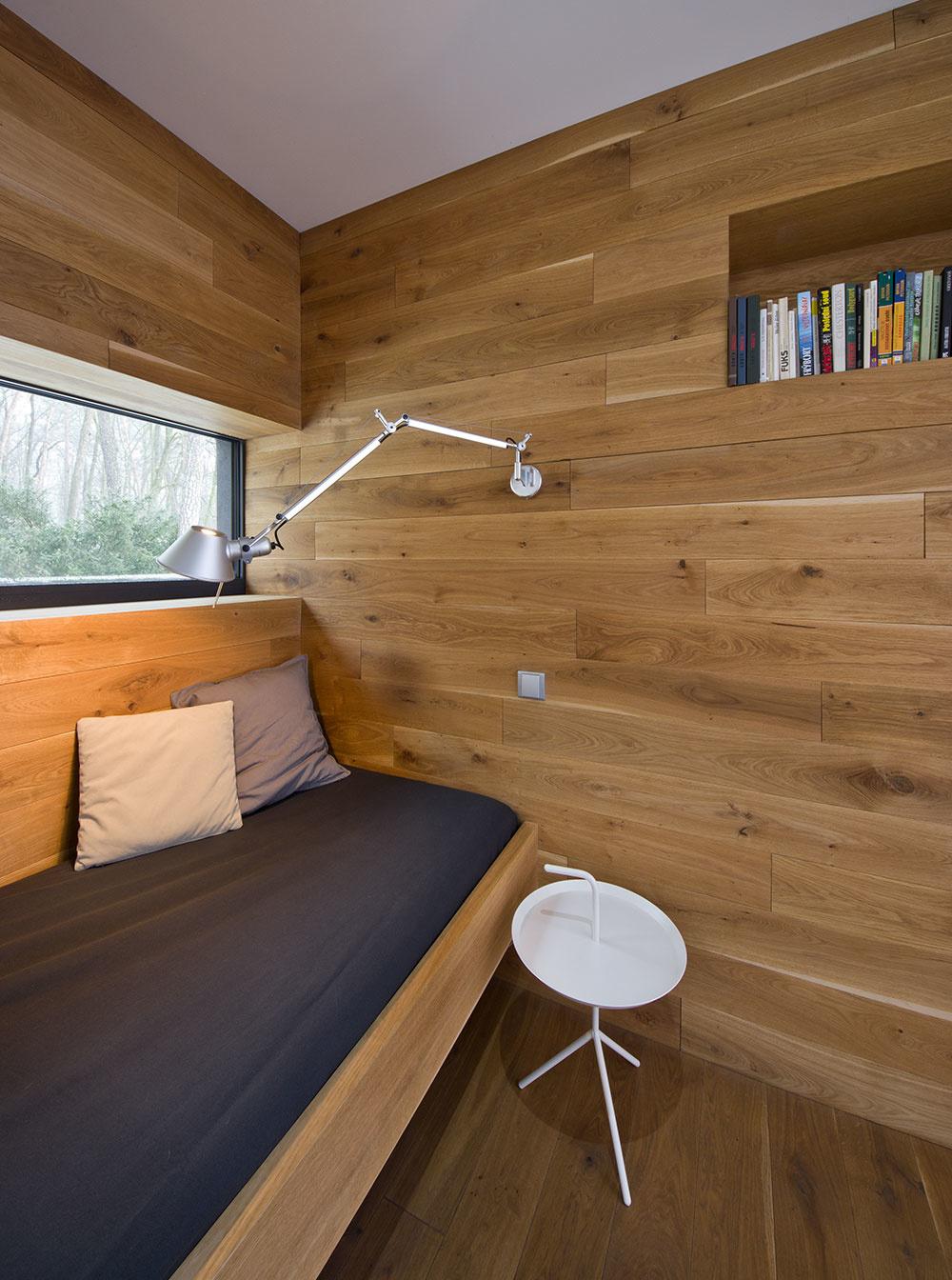Rekonštrukcia chaty z päťdesiatych rokov: Premena na minimalistický rodinný dom