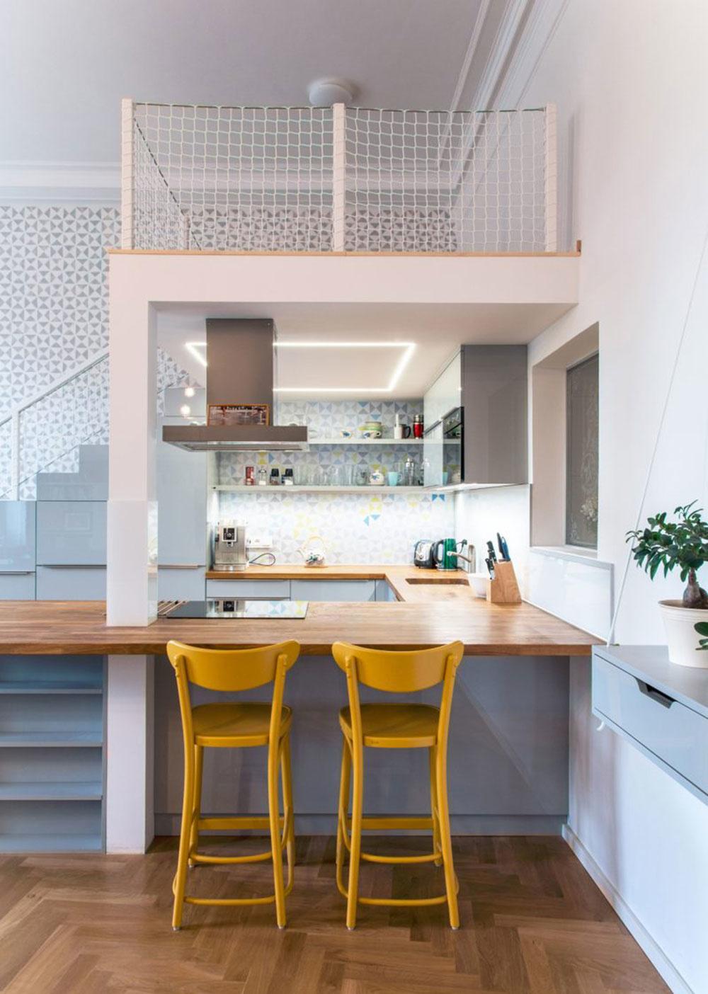 Biely byt osviežený modrou a žltou: Neutrálny základ s prekvapivým farebným akcentom