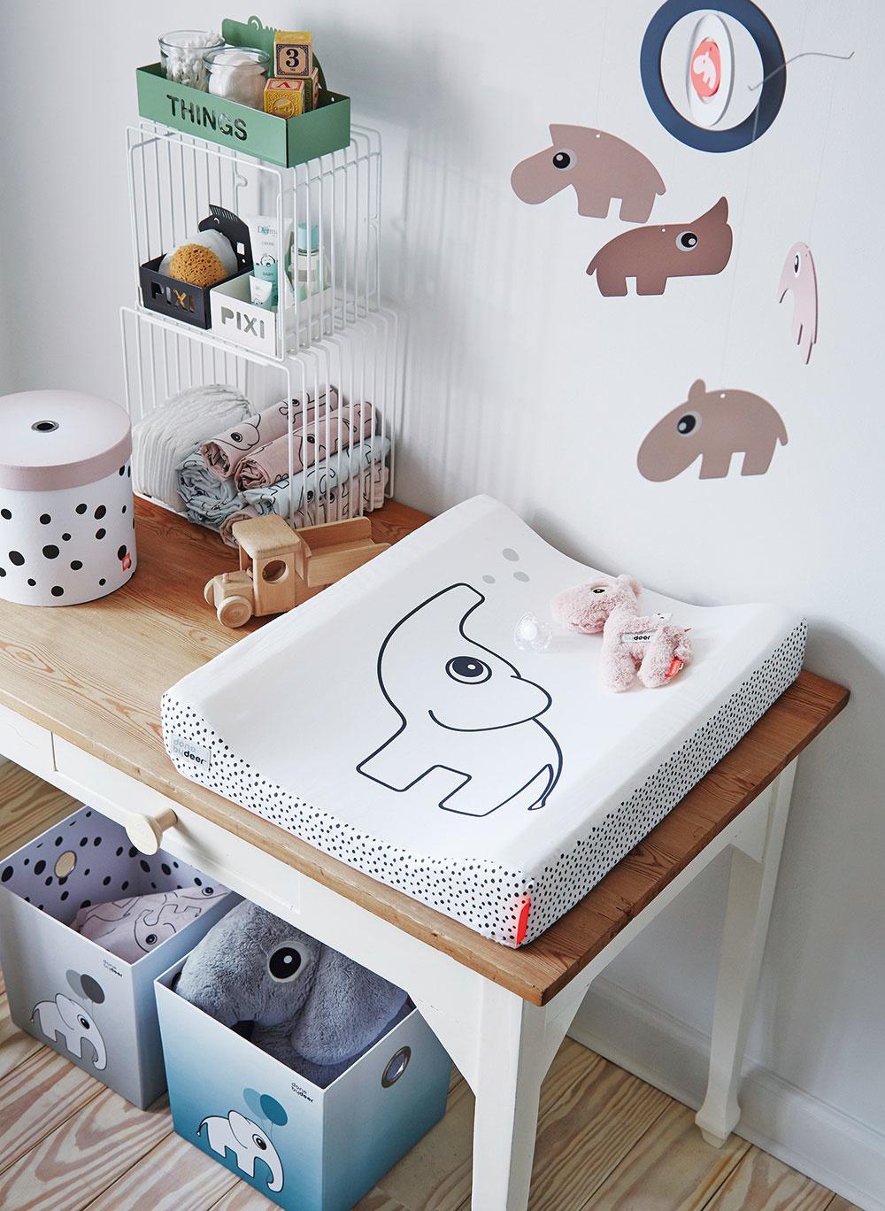 Prebaľovacia podložka Elphee od značky Done by Deer, 100 % akryl potiahnutý bavlnou, so zipsom, výplň polyuretánová pena, 50 × 65 cm, www.lilibabyshop.sk