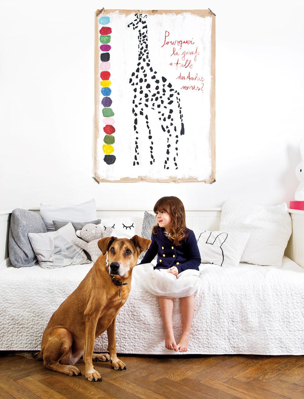 OKREM ZVIERAT NA OBRÁZKOCH je obyvateľom bytu ešte jeden štvornohý tvor. Aj neporiadok, ktorý s deťmi narobí, sa dá zniesť s trochou optimizmu.