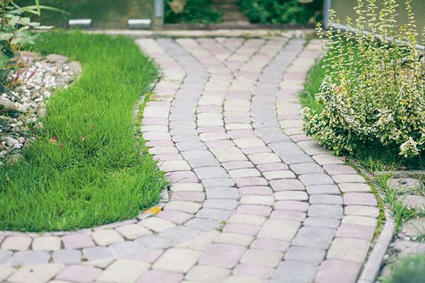Ako správne vybrať spevnené plochy okolo domu?