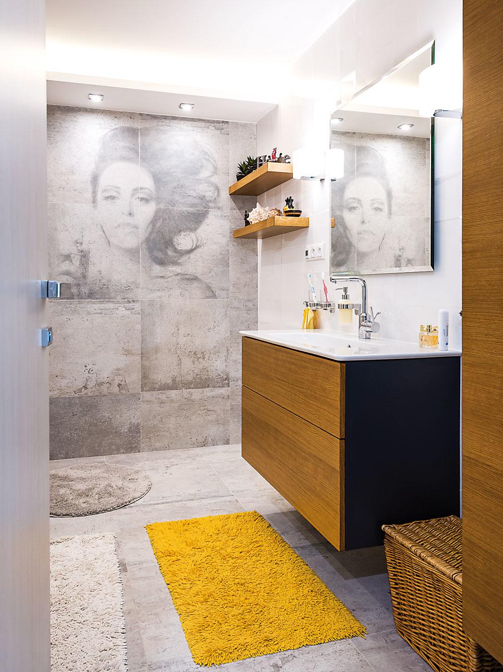 Denné svetlo sa dá v prípade potreby priviesť pomocou svetlovodu alebo svetlíka aj do vnútra dispozície, napríklad do kúpeľne či šatníka.