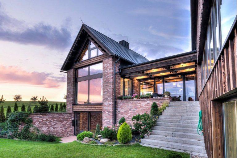 Stodola z pálenej tehly – novodobé poňatie krkonošského tradičného domu