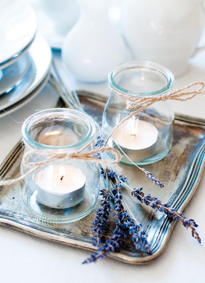Typické sú dekorácie so sušenou levanduľou, symbolom slnkom prežiareného južného Francúzska. Netreba to však preháňať.