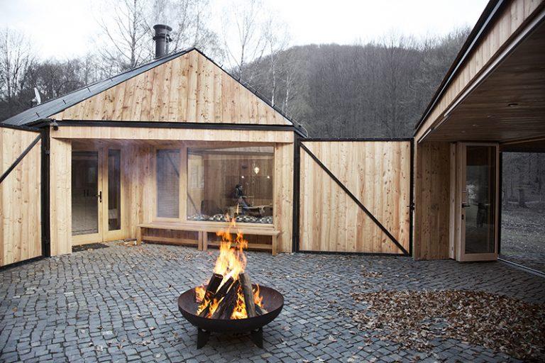 V Kuchyni ukázali, ako sa dá neštandardne vyriešiť stavba poľovníckej chaty