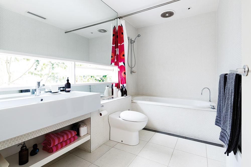 12 dekoračných tipov, ako oživíte aj tú najmenšiu kúpeľňu