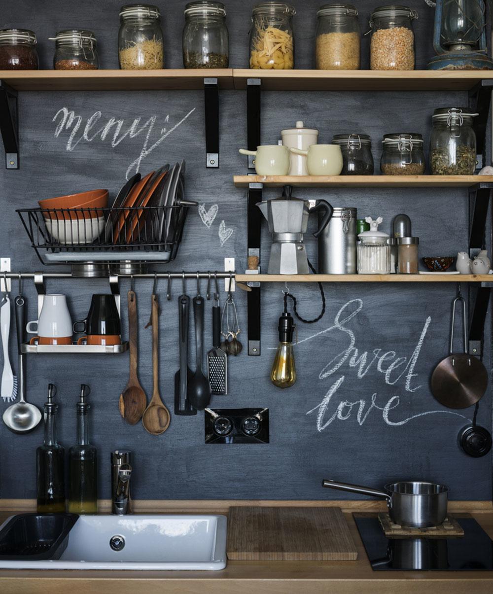Otvorený regál v kuchyni namiesto zatváracích skriniek? Tu je dôvod, prečo áno!
