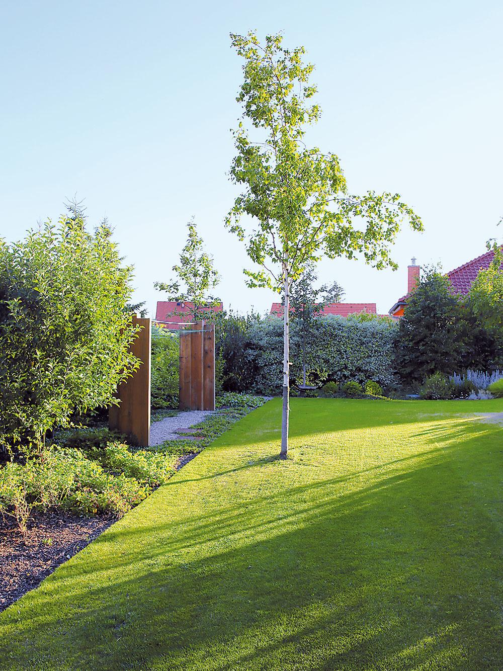 Sušiak na bielizeň bol tiež súčasťou zadania. Záhradní architekti ho stvárnili tak, aby do záhrady príjemne zapadol a nepôsobil rušivo.