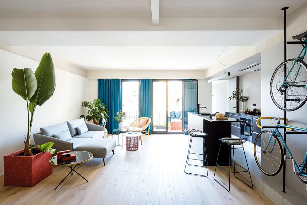 Bývanie mladého športovca: Zo starého bytu moderný pánsky trojizbák