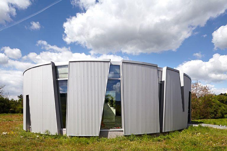 Nízkoenergetický dom s elipsovitým pôdorysom: Čím dokáže prekvapiť oválny dom?
