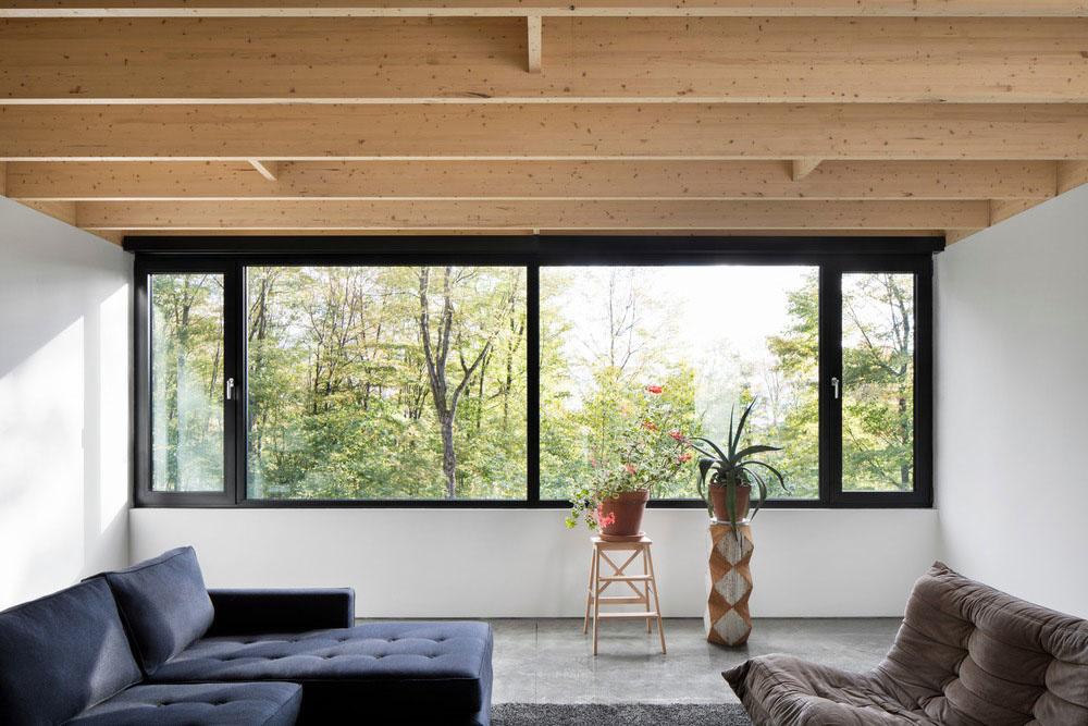 Vzdušný rodinný dom vo svahu v bezprostrednom kontakte s prírodou