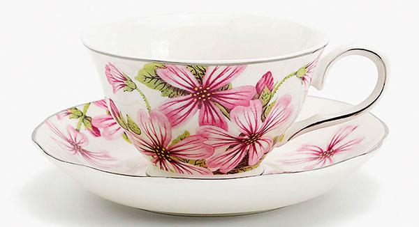 Porcelánová šálka na čaj s tanierikom s kvetmi a zlatým okrajom, 11,99 €, Zara Home