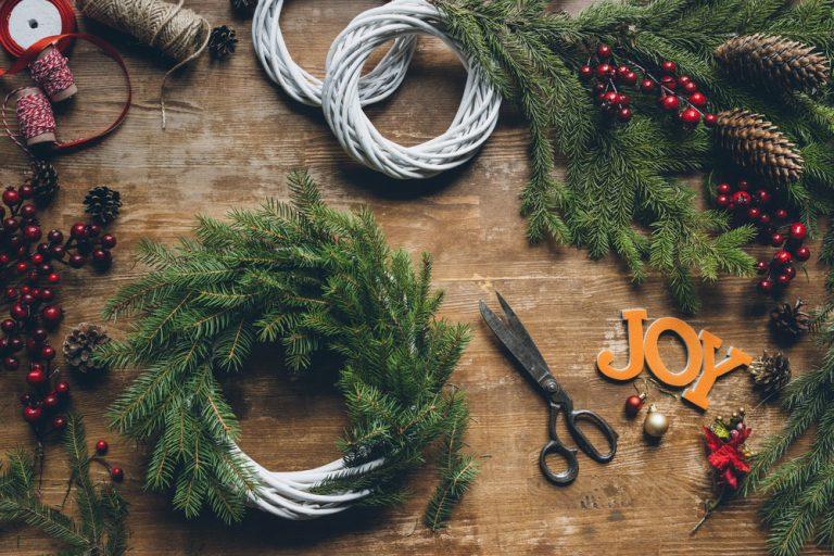 Ako na vianočnú výzdobu: Nechajte vyniknúť zeleň, nie gýče!