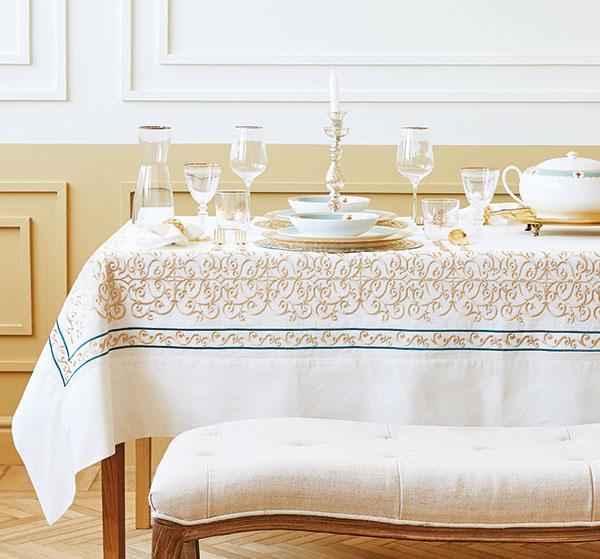 Obrus svýšivkou, bavlna, 170 × 250 cm a170 × 350 cm, od 89,99 €, www.zarahome.sk