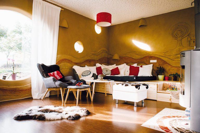 Obývačka z prírodných materiálov, ktorá nepodľahla módnym trendom