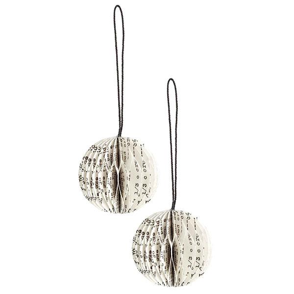 Vianočné ozdoby vtvare gule, lepenka stextovou potlačou, textilná šnúrka, priemer 5 cm, 2,99 €, hm.com
