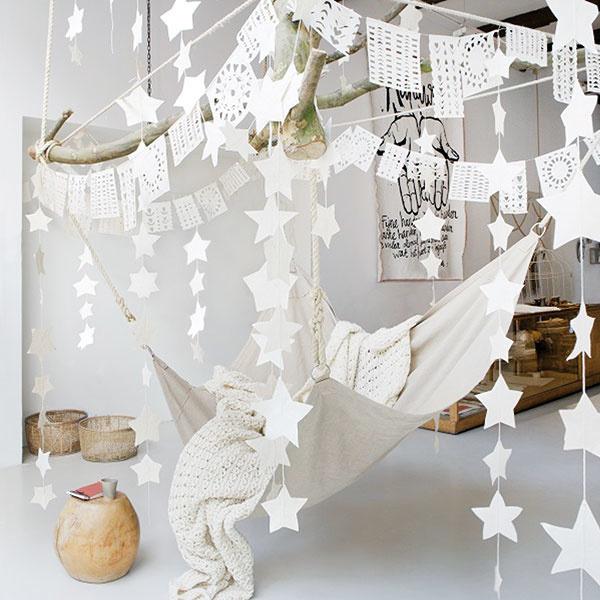 Girlanda vtvare hviezd, papier Lokta (pôvod: drevo zHimalájí), dĺžka 3,5 m, 14,95 €, www.sukha.nl
