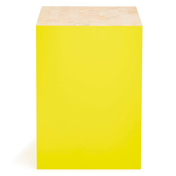 Univerzálny stolík od značky Universo Positivo, drevo, kov, 32 × 32 × 45 cm, 199 €, www.abchome.com