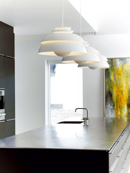 Kuchyňa pod lampou