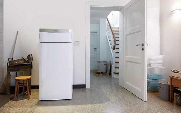 Tepelné čerpadlo Vaillant flexoTHERM exclusive (Green iQ) je určené na vykurovanie nízkoenergetických aenergeticky pasívnych domov. Dokáže využívať každý zalternatívnych prírodných zdrojov tepla – zem, vodu alebo vzduch. Zaraďuje sa do energetickej triedy A++/A+++, dosahuje výstupnú teplotu až 65 °C. Má nízke prevádzkové náklady aumožňuje aj ovládanie na diaľku – pomocou smartfónu. Vprípade zariadenia vzduch/voda má vonkajšia jednotka hlučnosť iba 42dB avyužíva teplo zo vzduchu až do – 22 °C. Možnosť jednotky sintegrovaným zásobníkom teplej vody. www.vaillant.sk