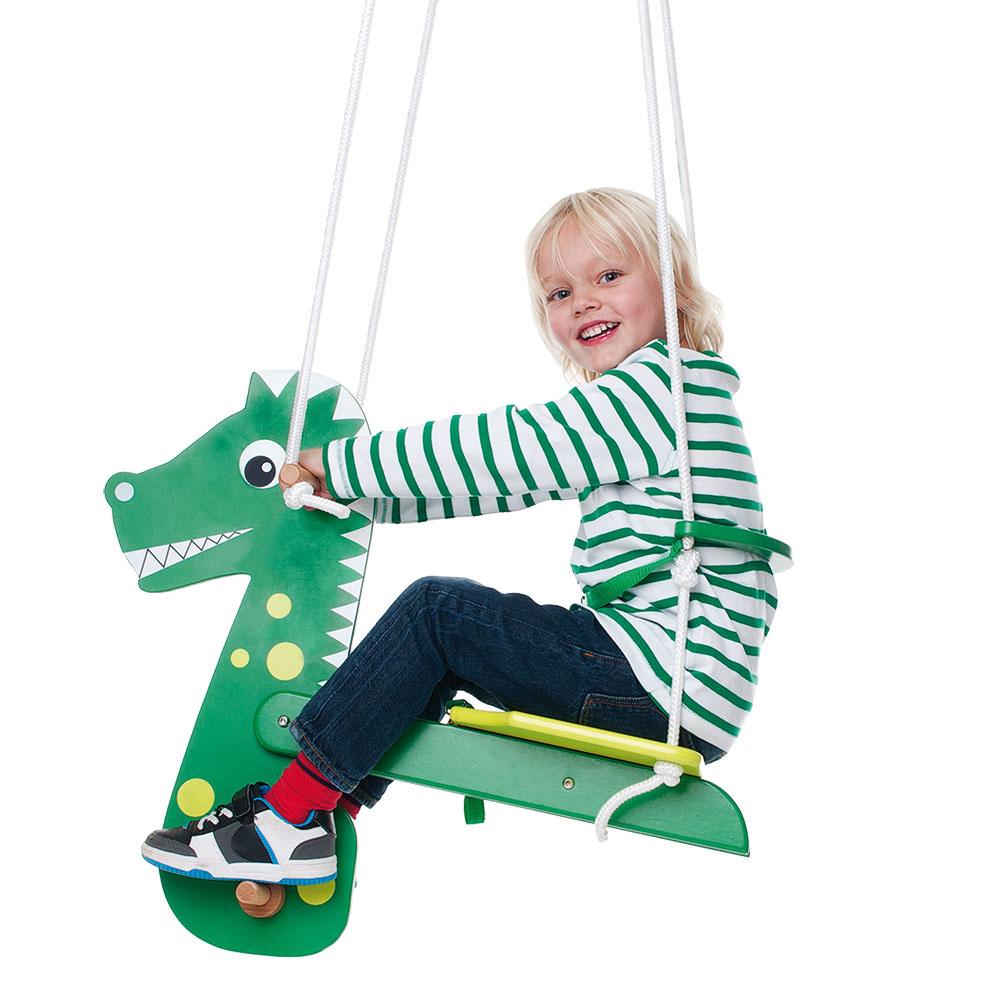 Závesná hojdačka poteší každé dieťa. O to viac, ak sa pri hojdaní ocitne na chrbte draka alebo iného obľúbeného zvieratka.