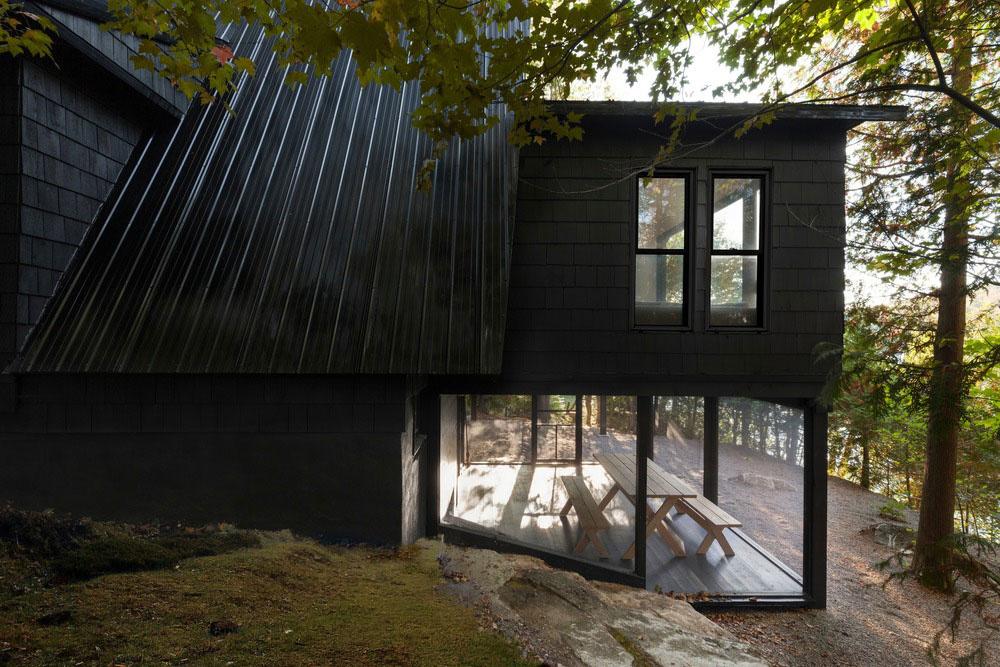 Menej plochy, ale viac priestoru? Dômyselnou rekonštrukciou chaty to dosiahli!