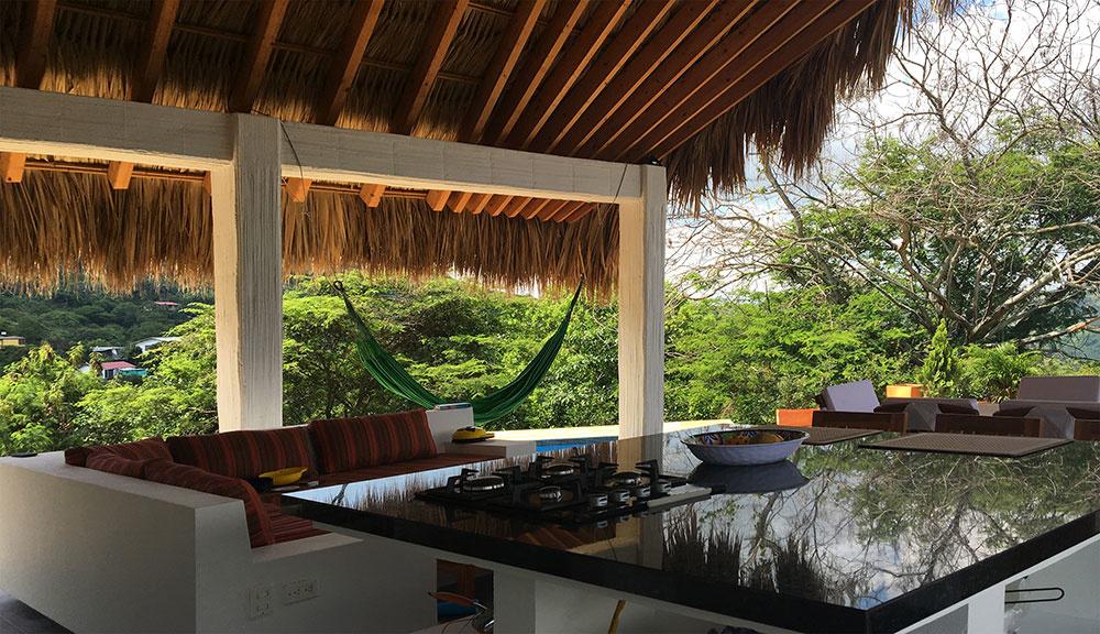 Palmová strecha ochráni obyvateľov domu aj pred silným vetrom