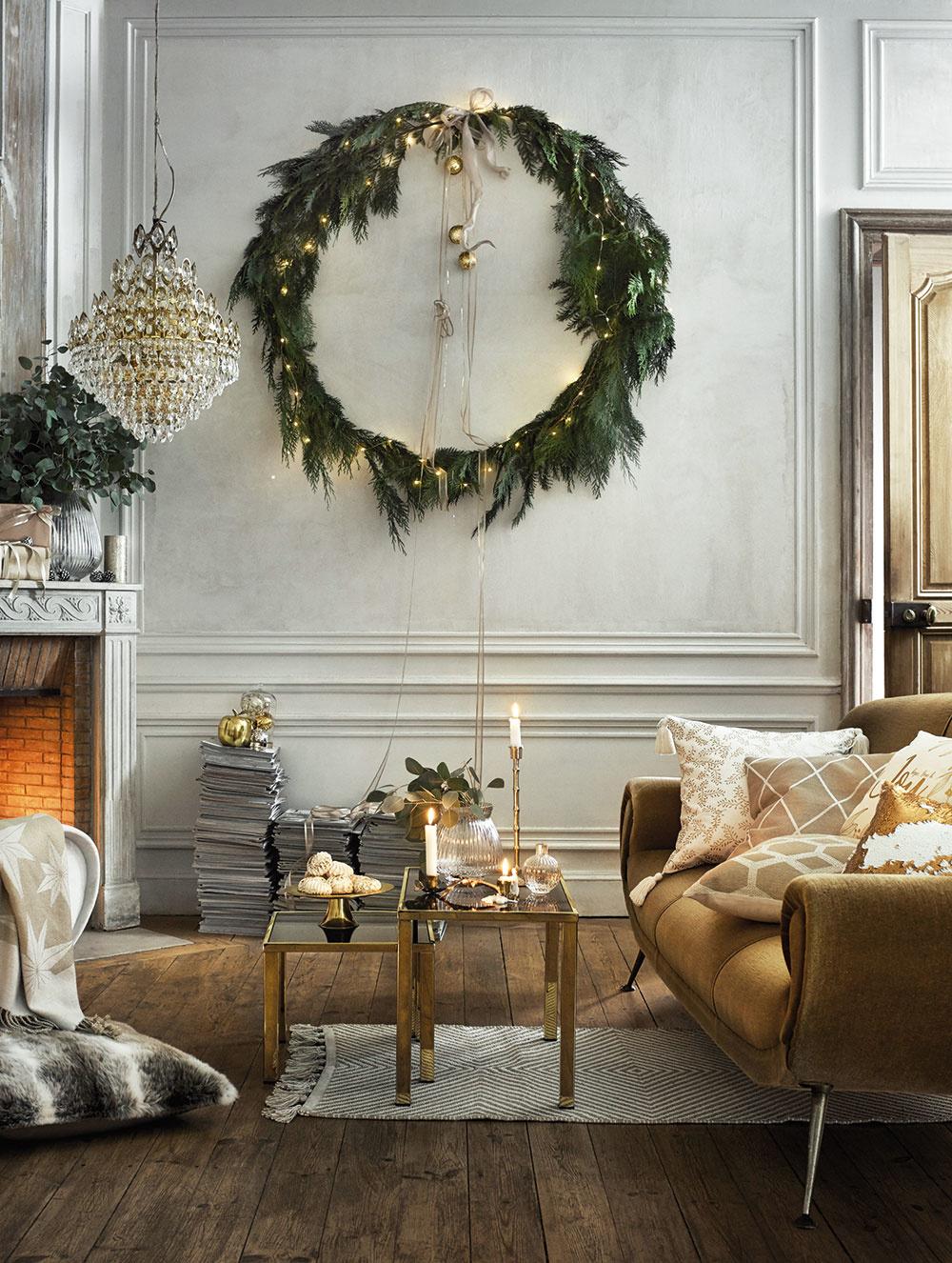 Momentom prekvapenia v zimnom období bude nadrozmerný veniec zavesený na stene. Počas roka ho vystrieda zrkadlo alebo obraz s honosným rámom.