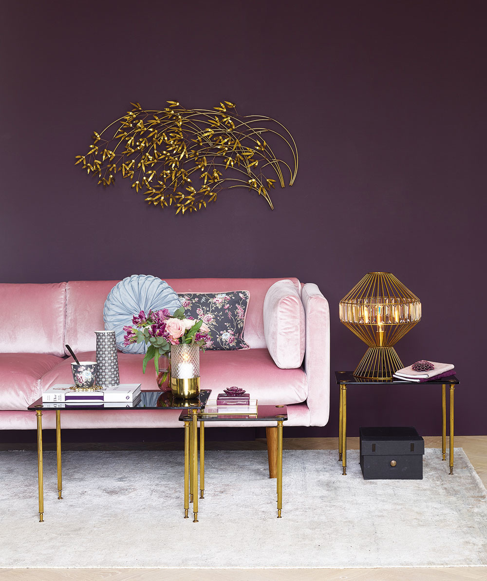 """Fialová farba je typická pre tento štýl. Skúste ju skombinovať s ružovou a zlatou a máte zaručený """"boom"""" efekt."""