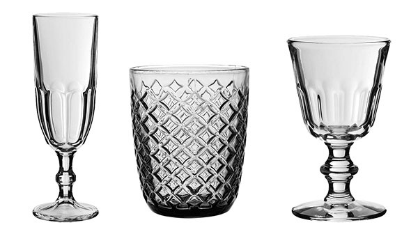POHÁRE na víno, šampanské a vodu od značky Côté Table, sivé sklo, 160, 190 a 250 ml, od 3,56 €, www.vivrehome.sk