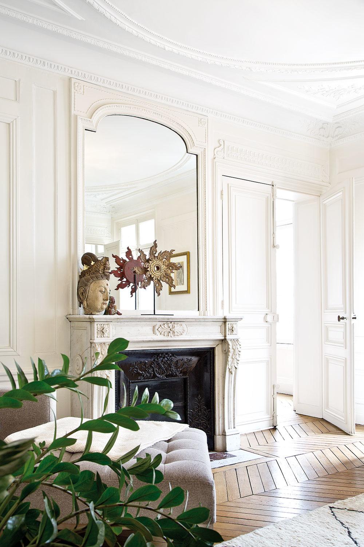 VBYTE sa nachádza päť kozubov – vkaždej miestnosti jeden. Všetky steny sú zdobené štukatúrami.