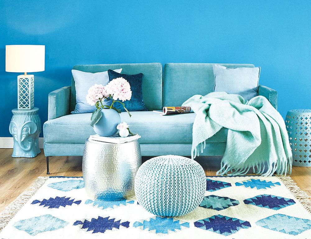 Štýl 1 Modrá  Studené farby oceánu: tyrkysová, mentolová, petrolejová i kráľovská modrá v kombinácii s bielou, matnou zlatou i farbou dreva vnesú svieži vietor do nejedného moderného interiéru.