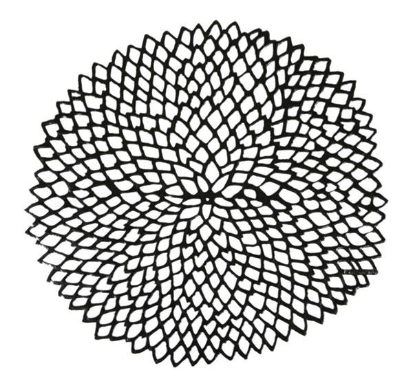 V tvare kvetu od značky Chilewich, lisovaný vinyl, 36 × 39 cm, 17 €, www.amara.com