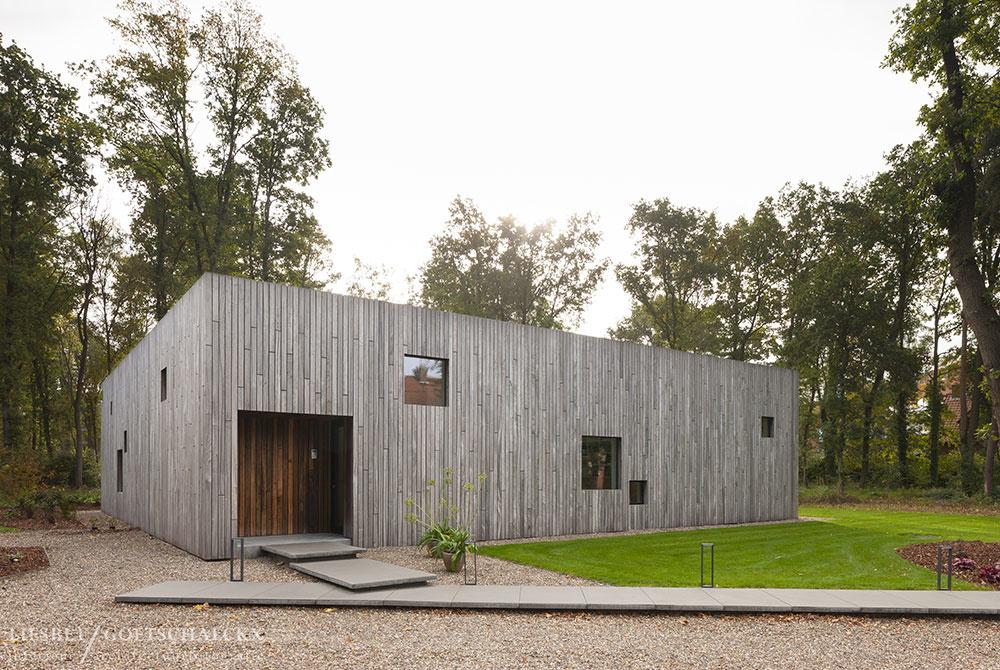 Drevený štvorcový dom: Napohľad uzatvorený, v skutočnosti zaliaty slnkom!