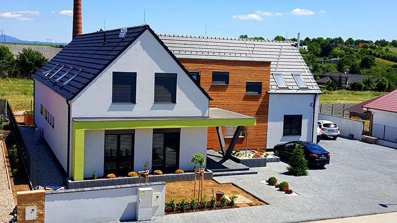 Rodinný dom s 2 bytovými jednotkami a prevádzkou