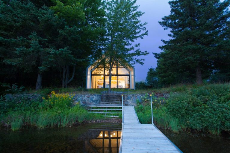 Pokojné bývanie na brehu jazera: Čo viac potrebujete k dokonalému oddychu?