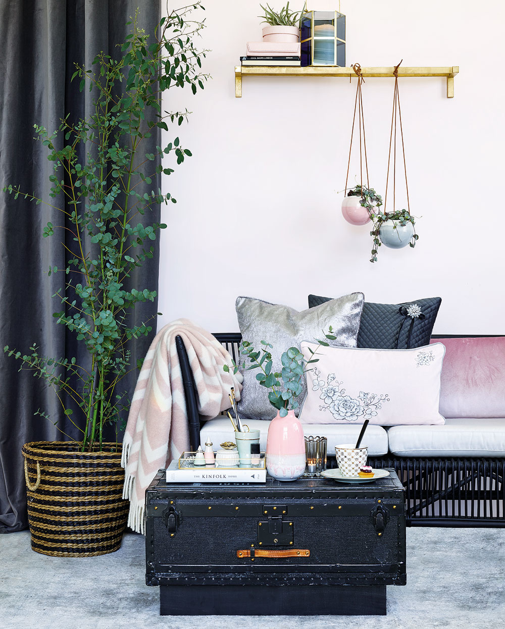 Obývačka či spálňa? Vneste do interiéru zamatovú noblesu