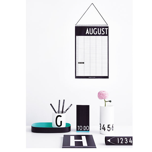 Mesačný plánovač od značky Design Letters, pre päť osôb, 19,55 €, www.nordicday.sk