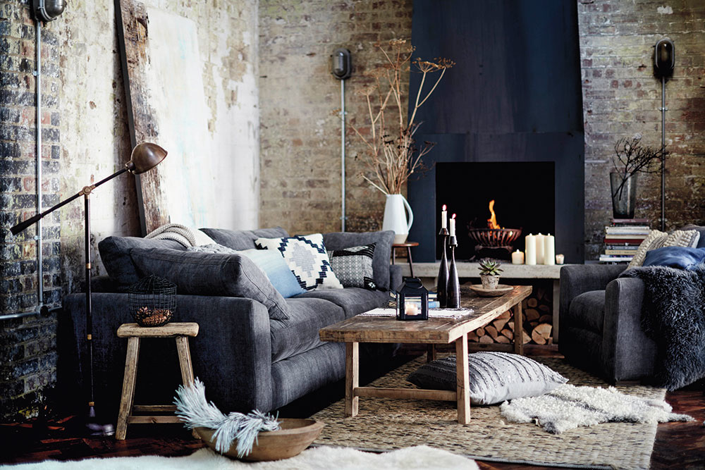 Zbohom chaos. Ak nechcete, aby vaša obývačka pôsobila chaoticky, nemiešajte príliš veľa materiálov dokopy. Vyhnite sa aj hypermoderným dizajnérskym kúskom, lesklým plastom, kovom aveľkej elektronike. Uprednostnite drevo, keramiku, vlnu či kašmír.